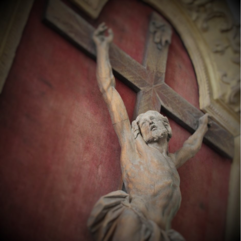 Grand Christ en croix