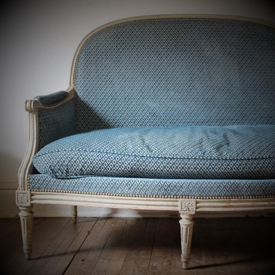 Petit canapé d'époque Louis XVI